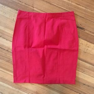 Ann Taylor red stretch pencil skirt. Size (14).